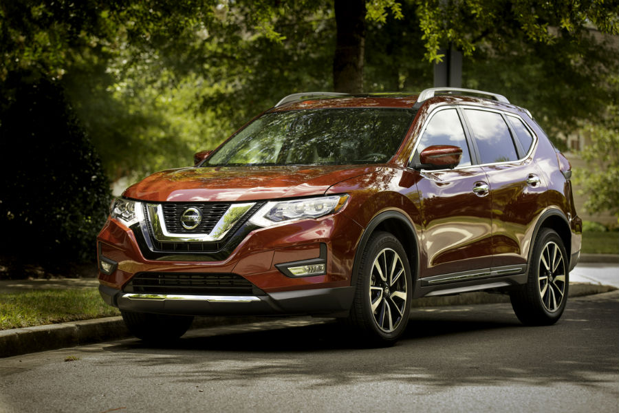 2019 nissan rogue exterior front three quarter view in red