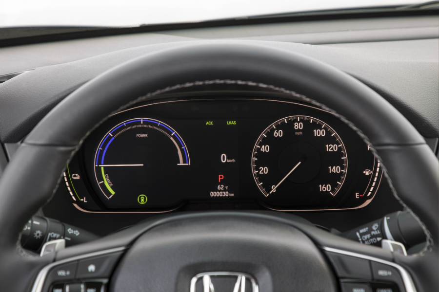 digital display on the 2019 Honda Insight instrument cluster