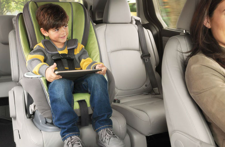 2018 Honda Odyssey With Magic Slide 2nd Row Seats Toddle In A Car Seat