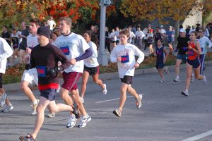 People running on Thanksgiving morning during the Run to Feed the Hungry