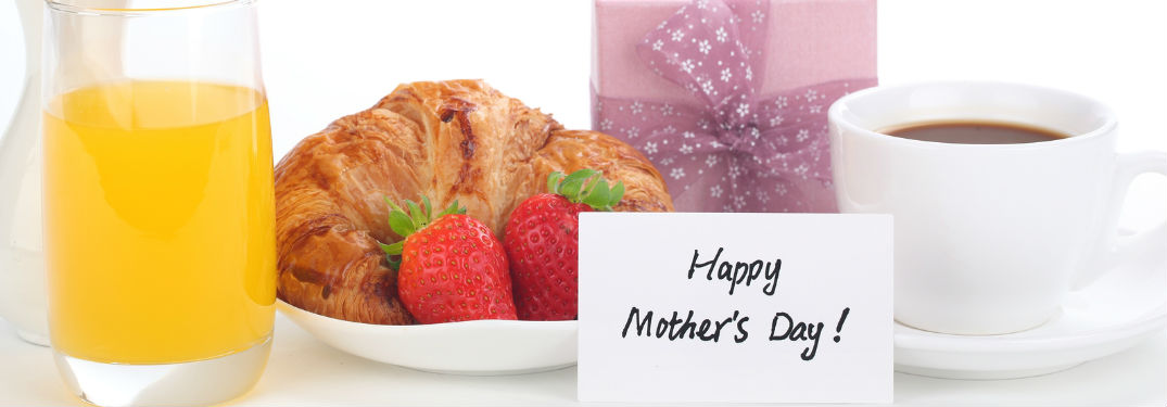 Breakfast with note set in front saying Happy Mother's Day