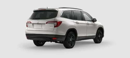 2021 Honda Pilot Special Edition SE trim level exterior rear shot with Platinum White Pearl paint color