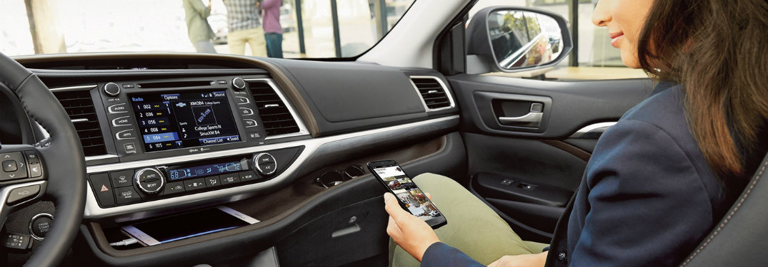 How to connect your iPhone to 2018 Toyota Highlander