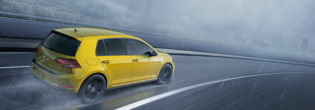 2019 volkswagen golf r driving in rain