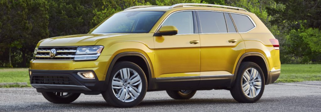 2018 volkswagen atlas side view parked