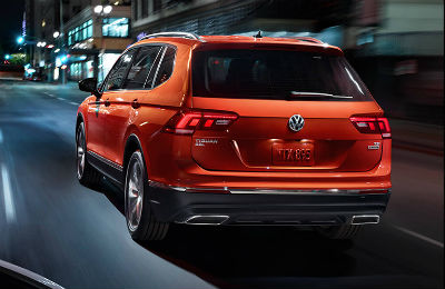 2019 VW Tiguan exterior back fascia and driver side going fast on city road at night