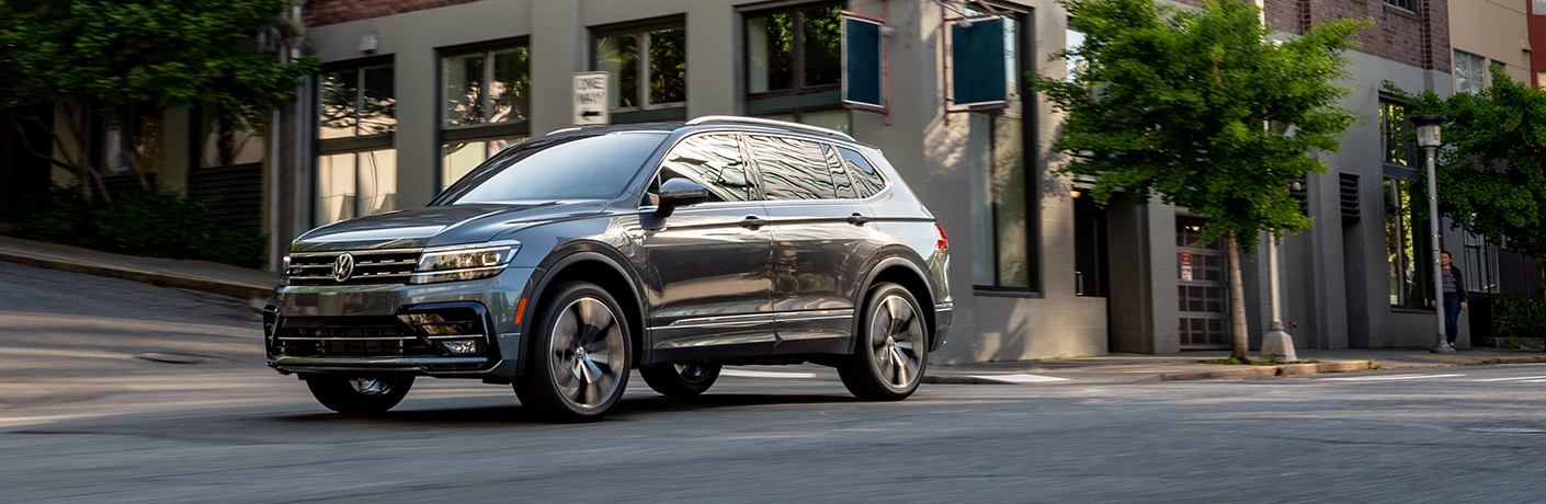 black volkswagen tiguan side view