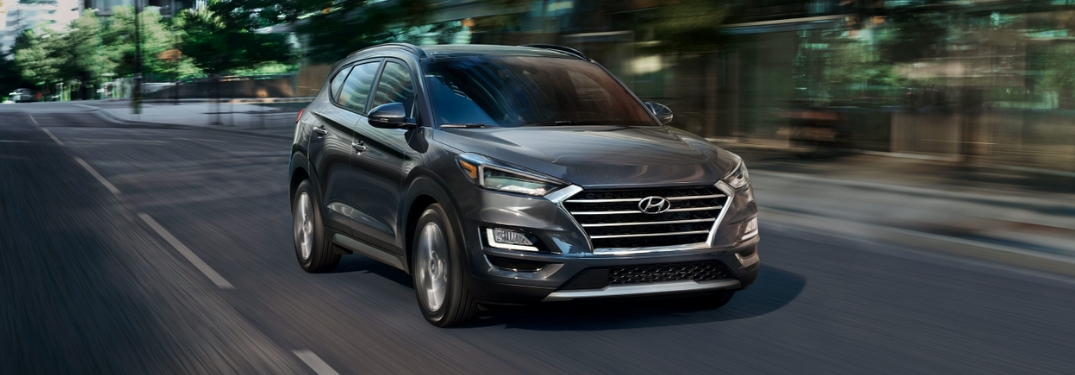 full view of 2019 hyundai tucson driving