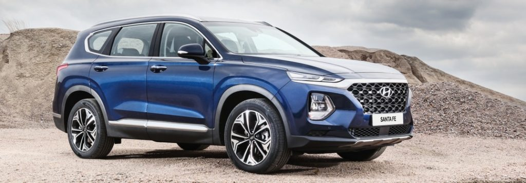 2019 hyundai santa fe parked by mountain