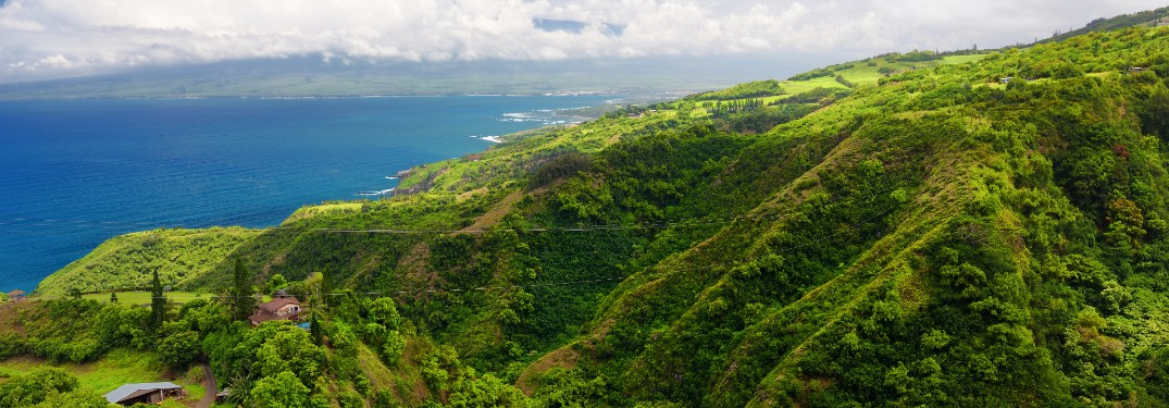 Picturesque view of the ocean and a rainforest valley on the Waihee Ridge Trail