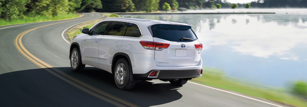 2019 Toyota Highlander driving down a winding road