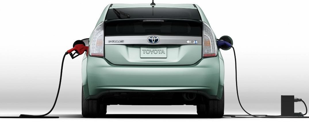 Fuel economy comparison between 2015 Toyota Prius and 2015 Toyota Prius plug in