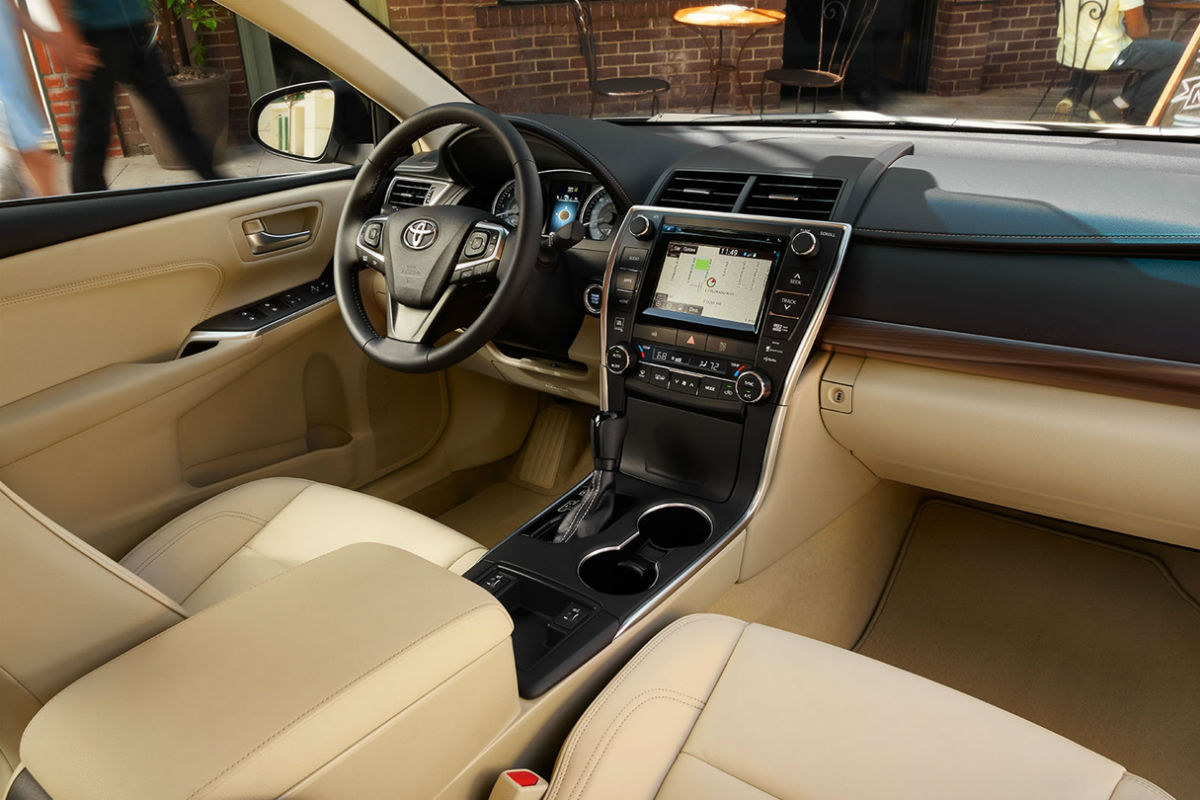 Front interior view of 2017 Toyota Camry