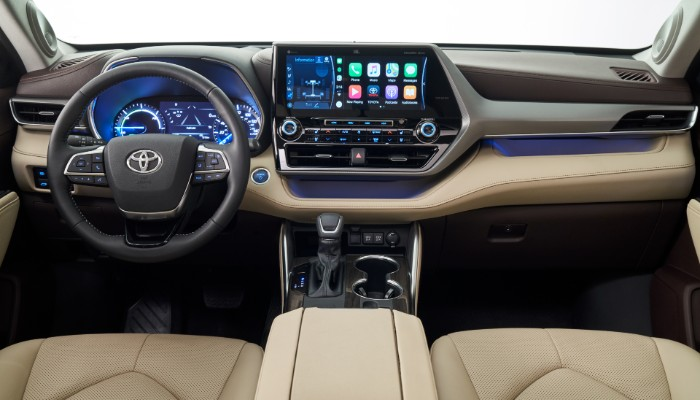 Steering wheel and touchscreen of 2020 Toyota Highlander