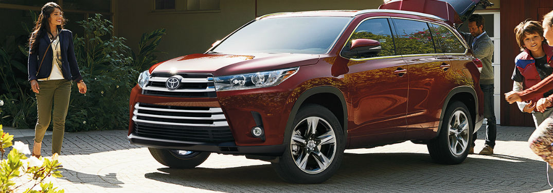 2019 Toyota Highlander exterior front fascia and drivers side with around it