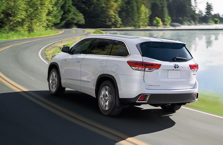 Exterior view of the rear of a white 2019 Toyota Highlander