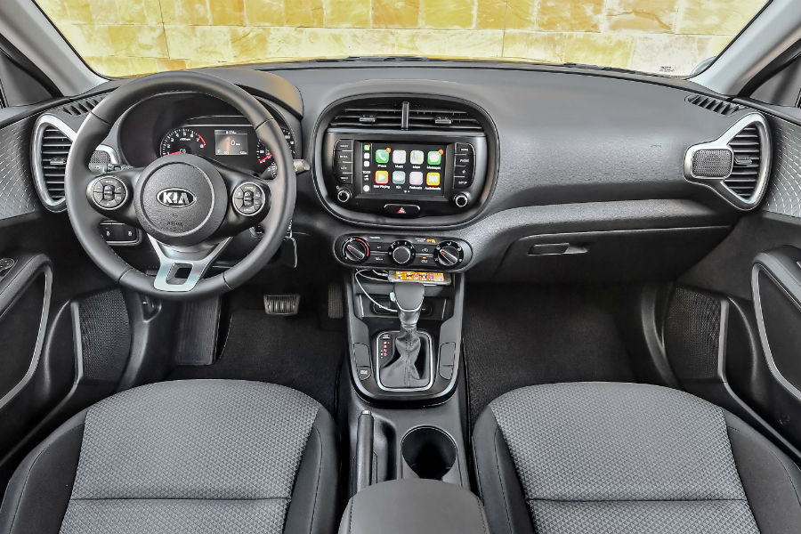 An interior photo of the front dashboard of the 2020 Soul.