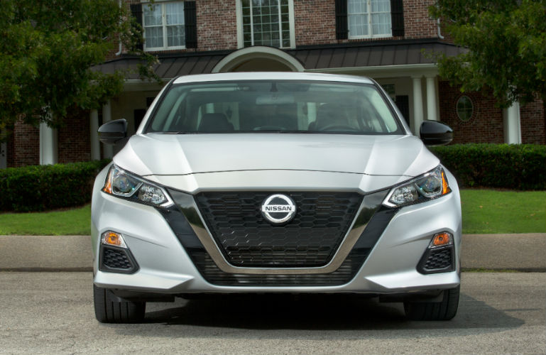 2019 Nissan Altima front end