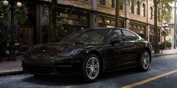 2020 Porsche Panamera in Black