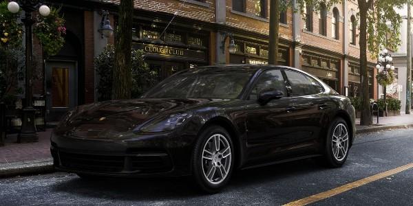 2020 Porsche Panamera in Jet Black Metallic