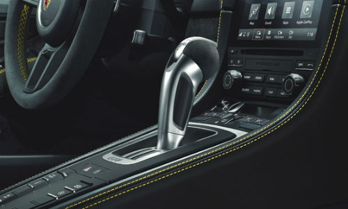 Closeup of gear shift in 2020 Porsche 718 Cayman GT4