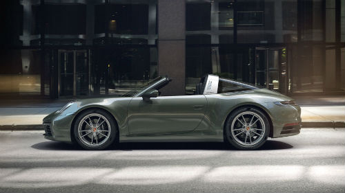 2021 Porsche 911 Targa 4 in Aventurine Green Metallic