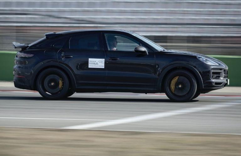 2021 Porsche Cayenne side view