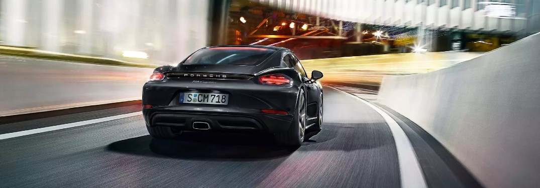 What kind of convenience features are in the 2020 Porsche 718 Cayman?