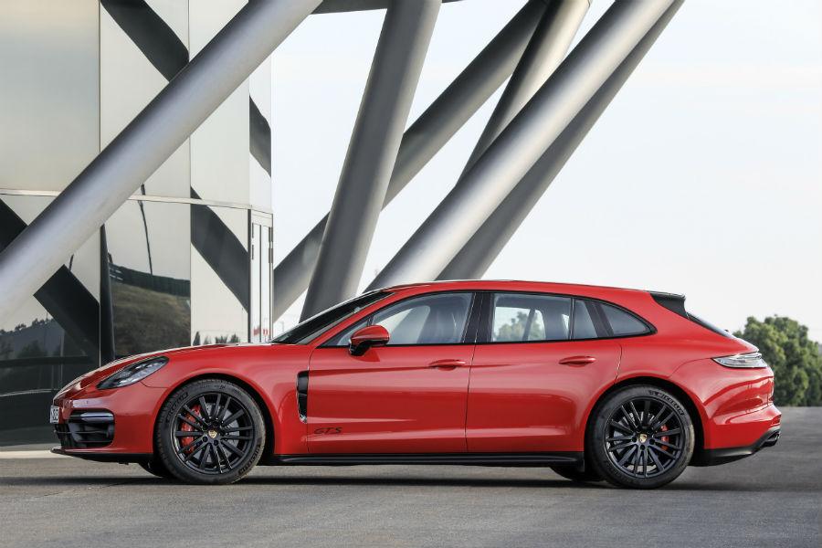 A left profile photo of the 2021 Porsche Panamera GTS.