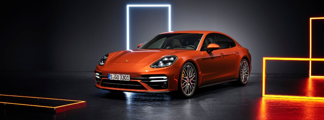 A front left quarter photo of the 2021 Porsche Panamera.
