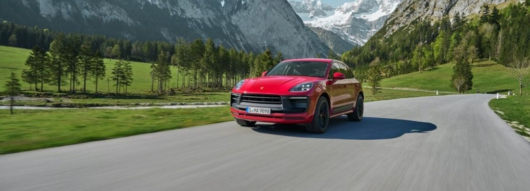 What Are the Interior Features of the 2022 Porsche Macan?