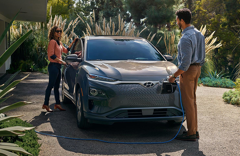 people recharging their 2019 Hyundai Kona