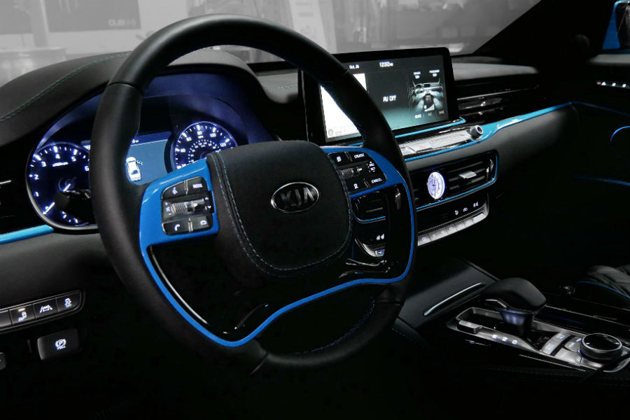 2019-DUB-Kia-K900-Interior-Cabin-Dashboard-at-SEMA