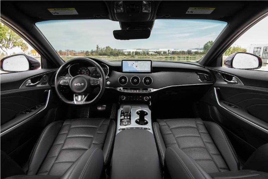 front interior of a 2022 Kia Stinger