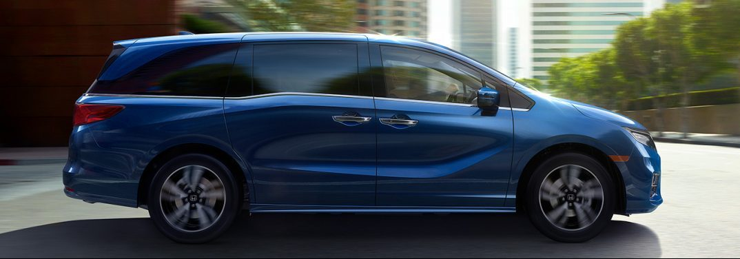 full image of the side of the 2018 Honda Odyssey in blue on a city street