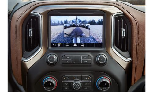 2020 Chevrolet Silverado HD info screen showing inlaid backing camera for towing