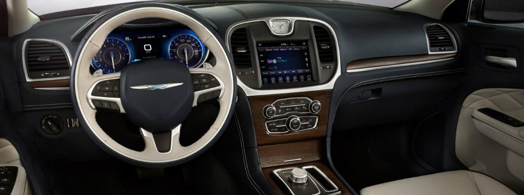 Steering wheel and dashboard of 2018 Chrysler 300