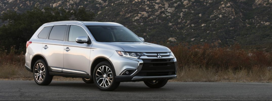 How many passengers does the Mitsubishi Outlander seat?