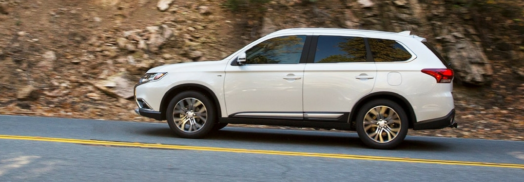 2018 outlander side white