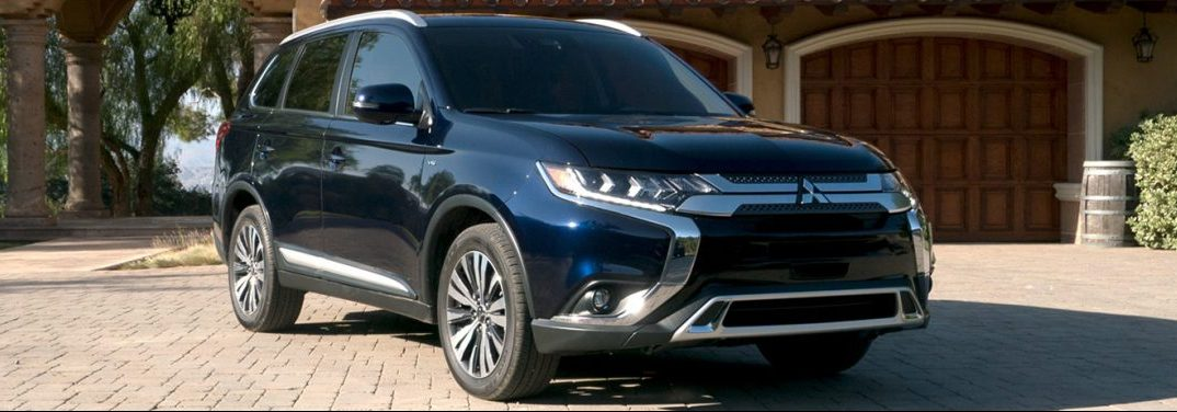 exterior front of the 2019 Mitsubishi Outlander