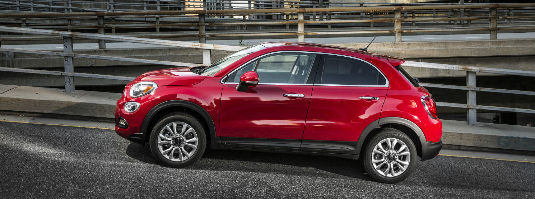 A left profile photo of the 2018 Fiat 500X on the road.