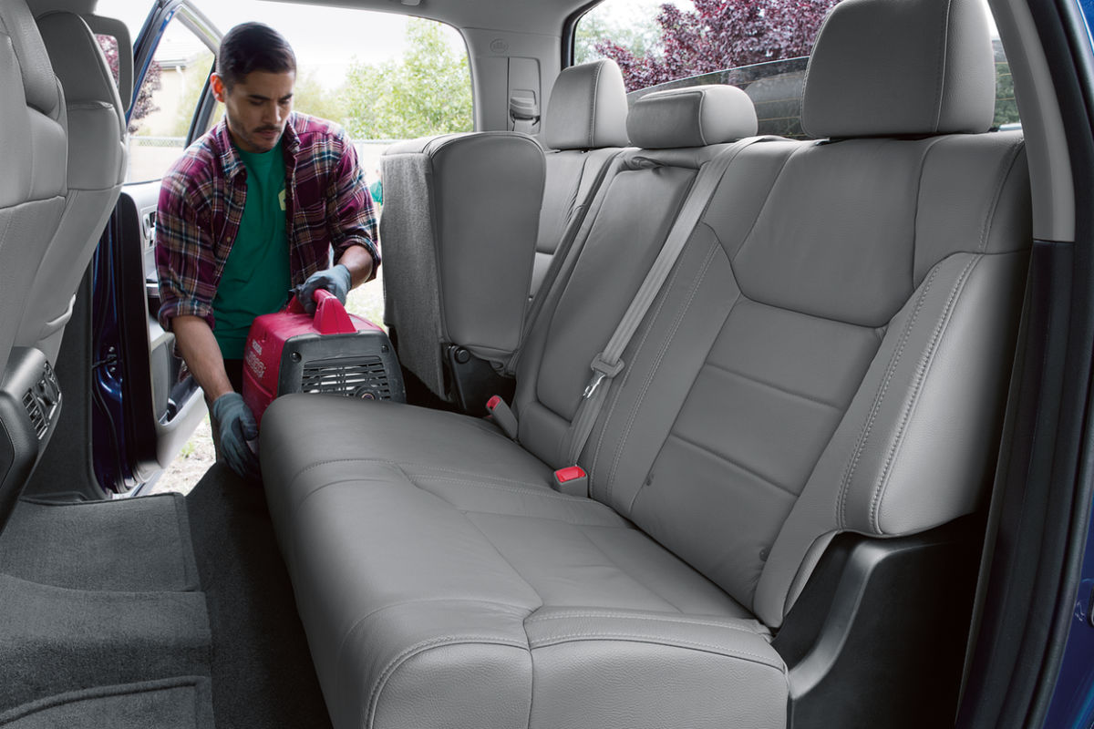 get the job done with the 2018 toyota tundra 39 s specs features. Black Bedroom Furniture Sets. Home Design Ideas