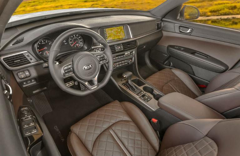 dashboard and cockpit in 2018 Kia Optima