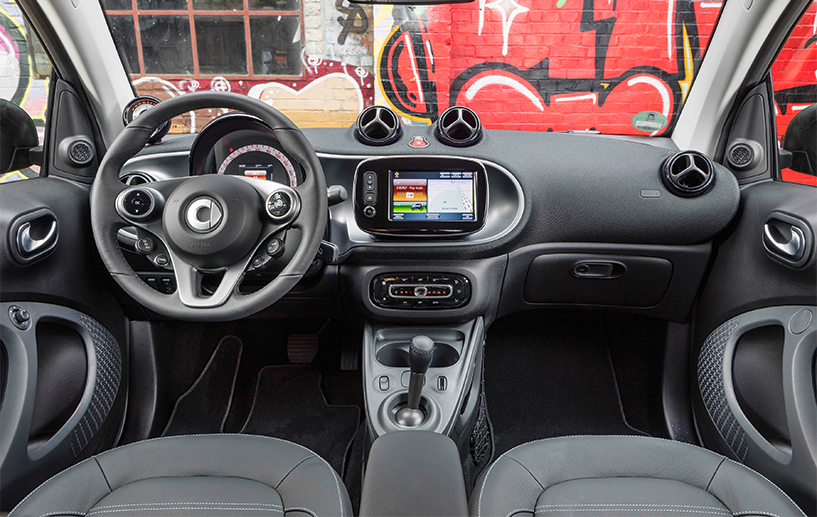 interior front of the 2018 smart fortwo electric drive