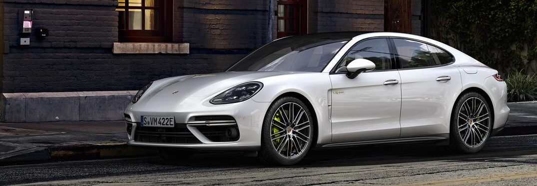 What colors does the 2018 Porsche Panamera 4 E-Hybrid come in?