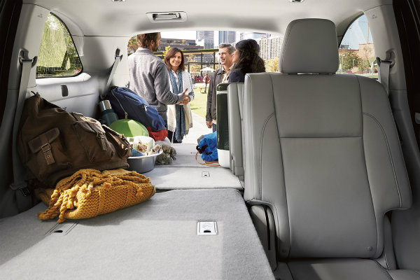 How many seats are in the 2017 Toyota Highlander?