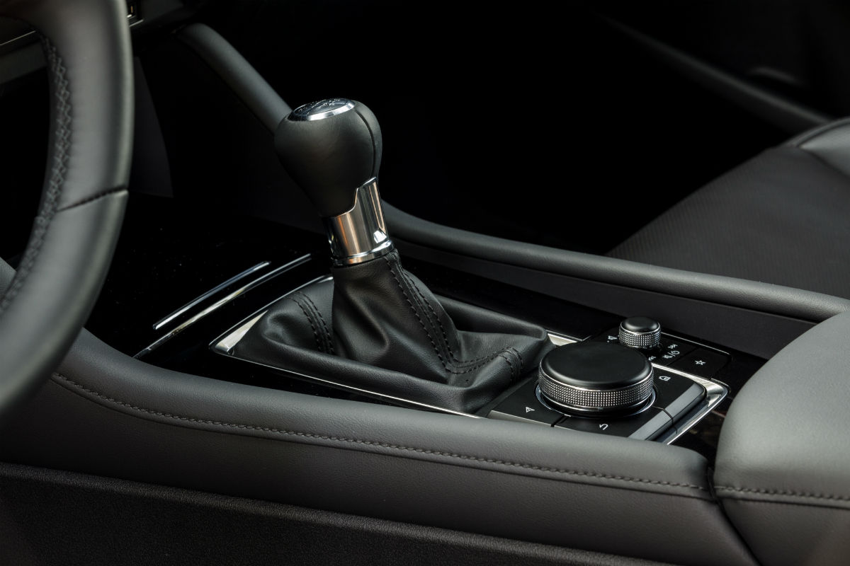 Leather-wrapped shift knob of the 2019 Mazda3