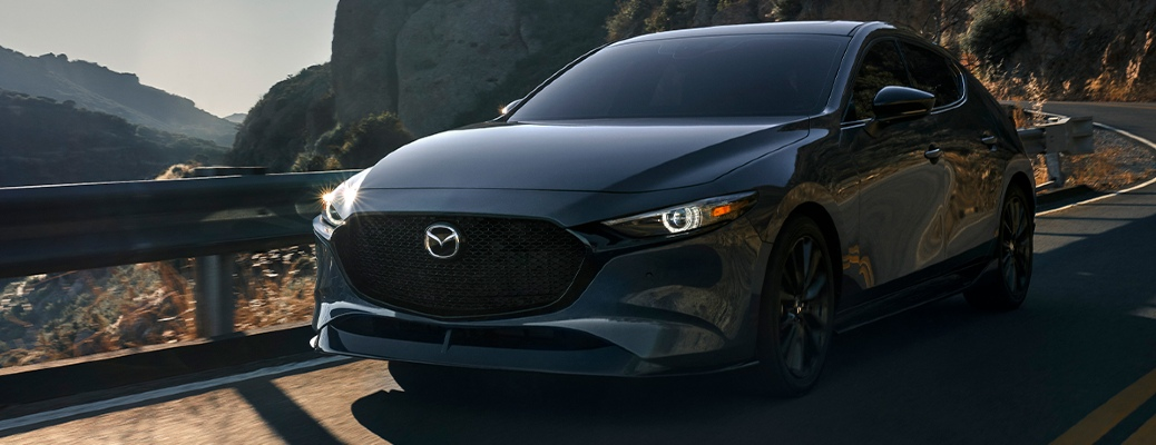What are the fuel economies of the 2021 Mazda3 sedan and the 2021 Mazda3 hatchback?