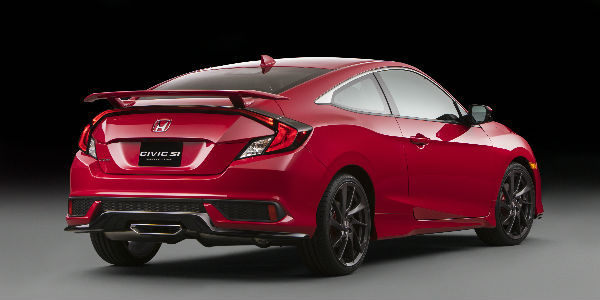 Rear End View of the 2017 Honda Civic Si in Red