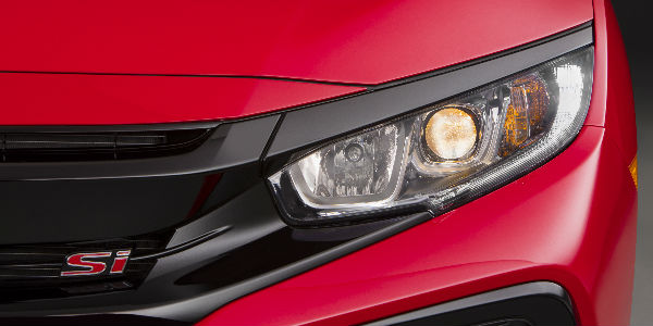 2017 Honda Civic Si Headlight and Si Stamp on Front Grille in Red